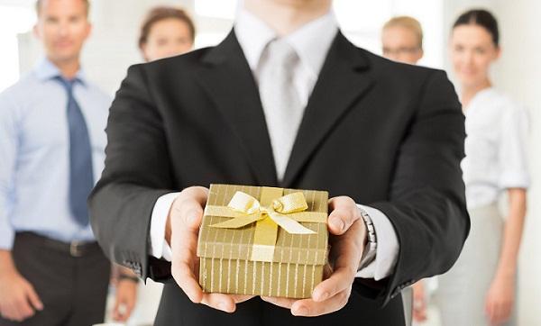 Nên chọn quà tặng khách hàng như thế nào để tạo ấn tượng tốt đẹp?