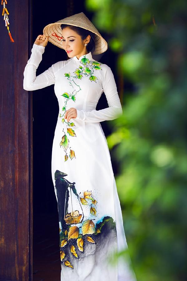 Chiếc áo dài tô thêm vẻ đẹp truyền thống của người phụ nữ Việt Nam